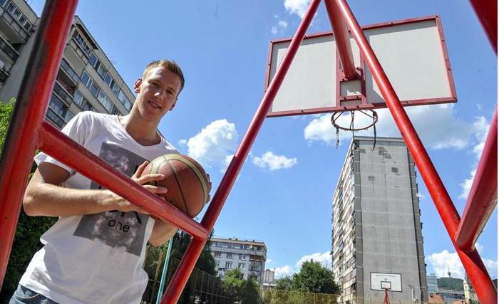 Simon se vraća kući, Vrabac sleteo u Partizan