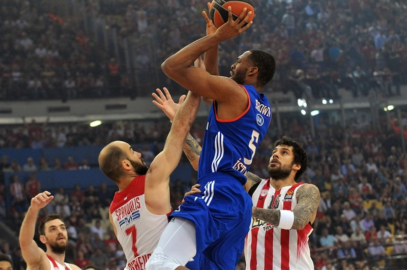 Olympiacos to F4!